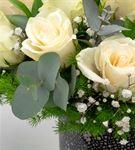 Dekoratif El Yapımı Vazoda 20 Beyaz Gül Aranjmanı