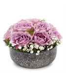 El Yapımı Vazoda 10 Adet Lilarenk Güller