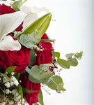 Hasır Sepette Lilyum ve Kırmızı Gül Aranjmanı