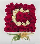 Kişiye Özel Kutuda Aşkın Baş Harfi Kırmızı Güller