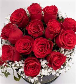 Aşkın Adı Siyah Kutuda 13 Kırmızı Güller