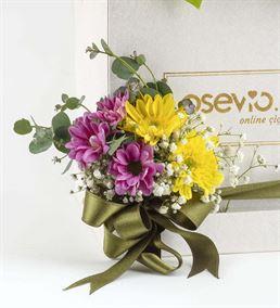 Avalon Kutuda Sevimli Ayıcık ve Renkli Çiçekler