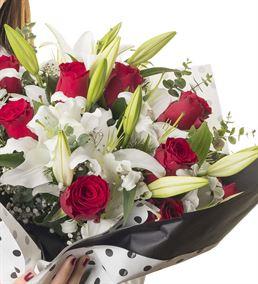Gösterişli Kırmızı Beyaz Çiçek Buketi