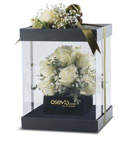 Saf Güzellik Kutuda 11 Beyaz Güller Aranjmanı