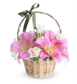 Tatlı Hayaller Pembe Lilyum Beyaz Gül Çiçek Sepeti