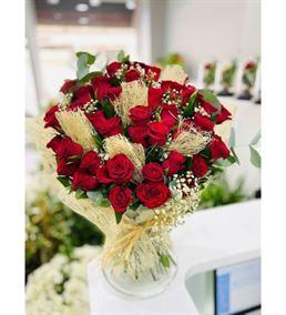 Vazoda Naturel Kırmızı Güller