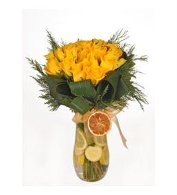 Vazoda Sarı Güller