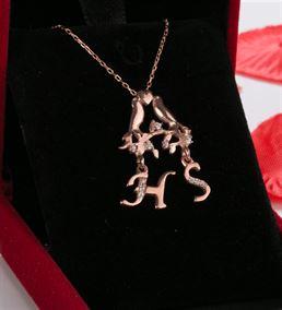 Sevgililere Özel Baş Harf Yazılı Rose Gümüş Kolye
