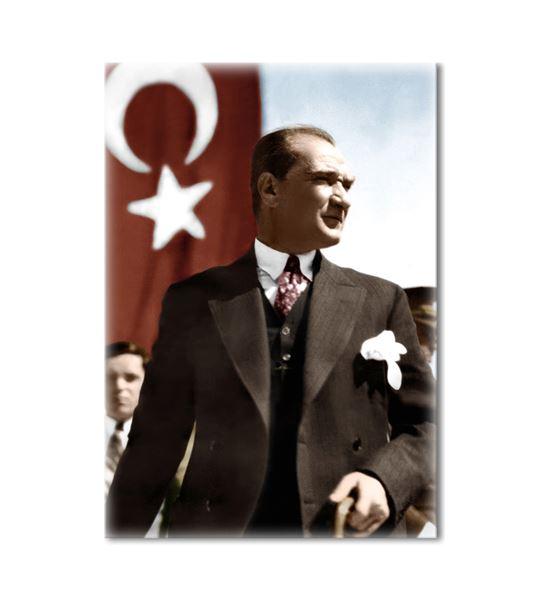 Atatürk Ayakta Türk Bayraklı Kanvas Tablo 75x100cm