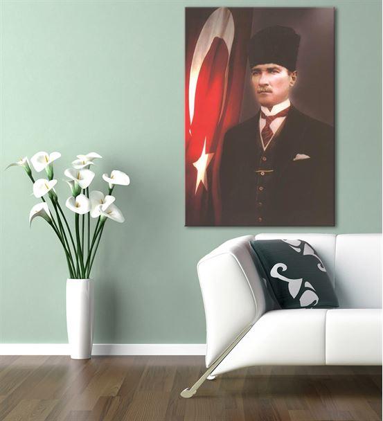 Atatürk Kalpaklı Bayraklı Kanvas Tablo 35X50cm