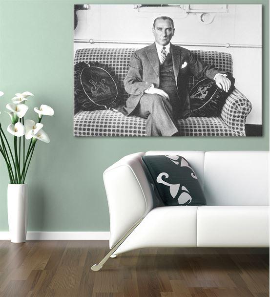 Atatürk Savanora Yatında Kanvas Tablo 20x30cm