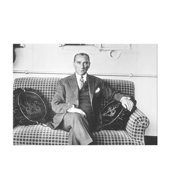 Atatürk Savanora Yatında Kanvas Tablo 50x70cm