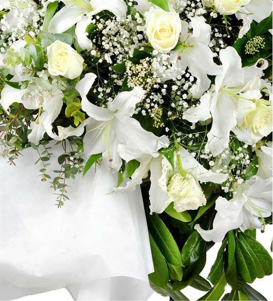 Beyaz Kelebekler Ferforje Çiçek Aranjmanı
