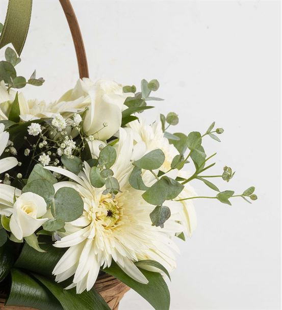 Beyaz Sevgi Ayıcıklı Çiçek Sepeti