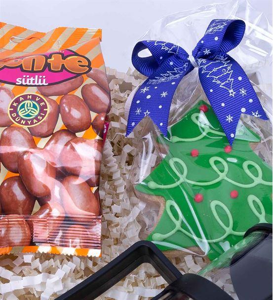 Çam Ağacı Kurabiye ve Çikolatalı Hediye Kutusu