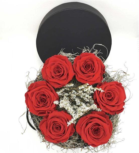Dekoratif Kutuda Kırmızı Solmayan Güller