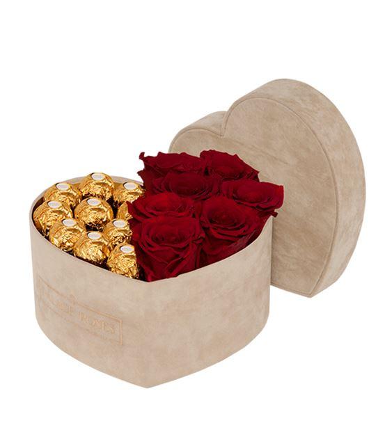 Kadife Bej Kalp Kutuda Çikolata ve Solmayan Gül