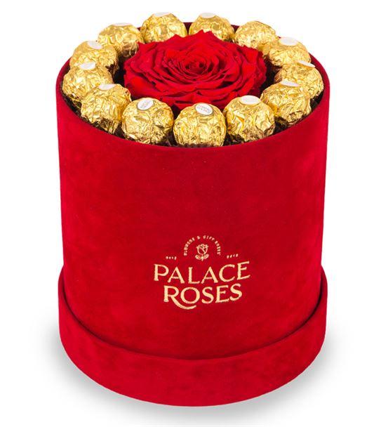 Kadife Kırmızı Kutuda Solmayan Gül ve Çikolatalar