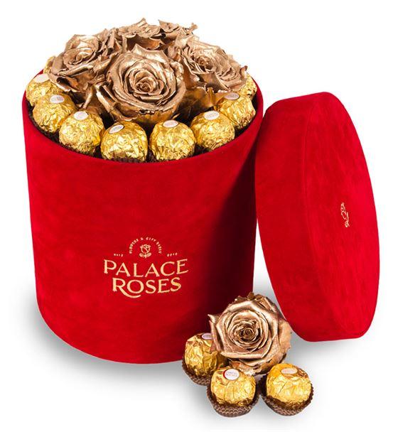 Kadife Kırmızı Kutuda Solmayan Güller ve Çikolata