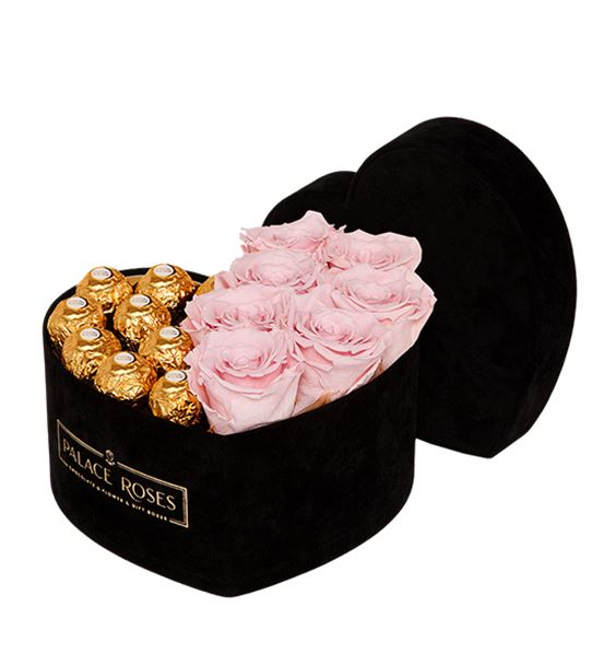 Kadife Siyah Kalp Kutuda Çikolata ve Solmayan Gül