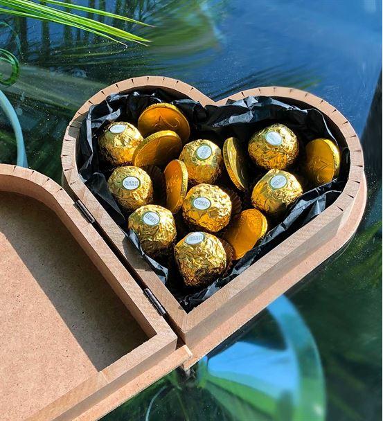 Kişiye Özel Kalpli Ahşap Ferrero Çikolata ile