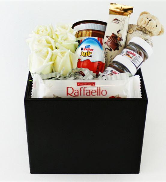Kutu İçinde İthal Beyaz Güller,Nutella,Kinder