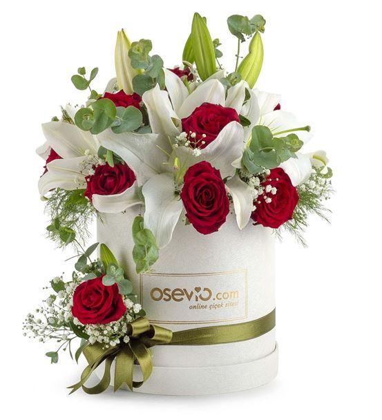 Montesilvano Kutuda Sevgi Bahçesi Lilyum ve Güller