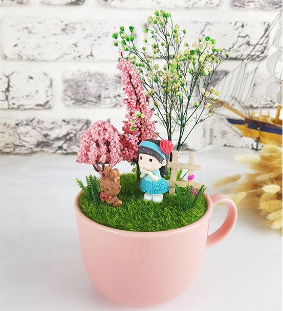 Sevimli Kız Ve Tavşan Minyatür Bahçe