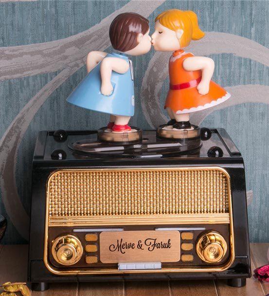 Dans Eden Çift Müzik Kutusu