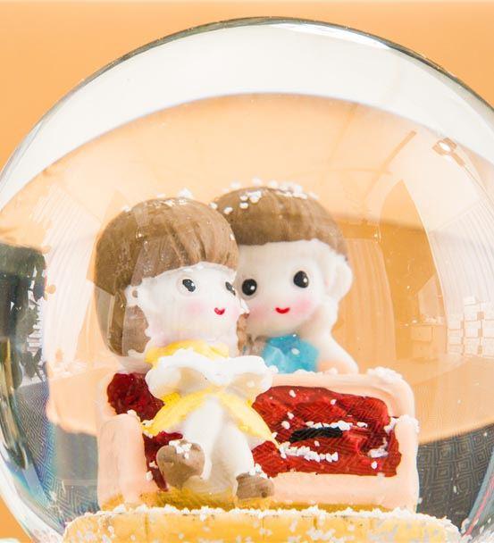 Romantik Çiftlere Özel Müzikli Kar Küresi