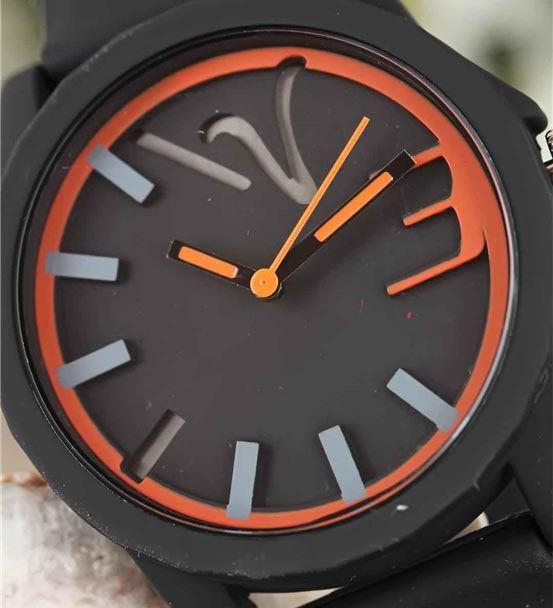 Siyah Silikon Kordonlu Turuncu Renk Detaylı Spor K
